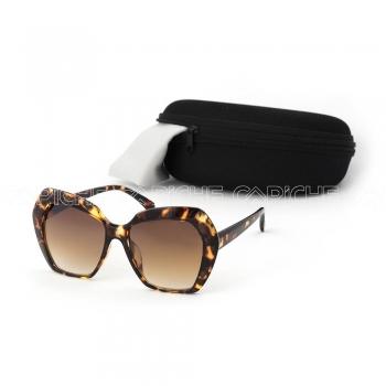 Óculos de sol Suellen Castanho