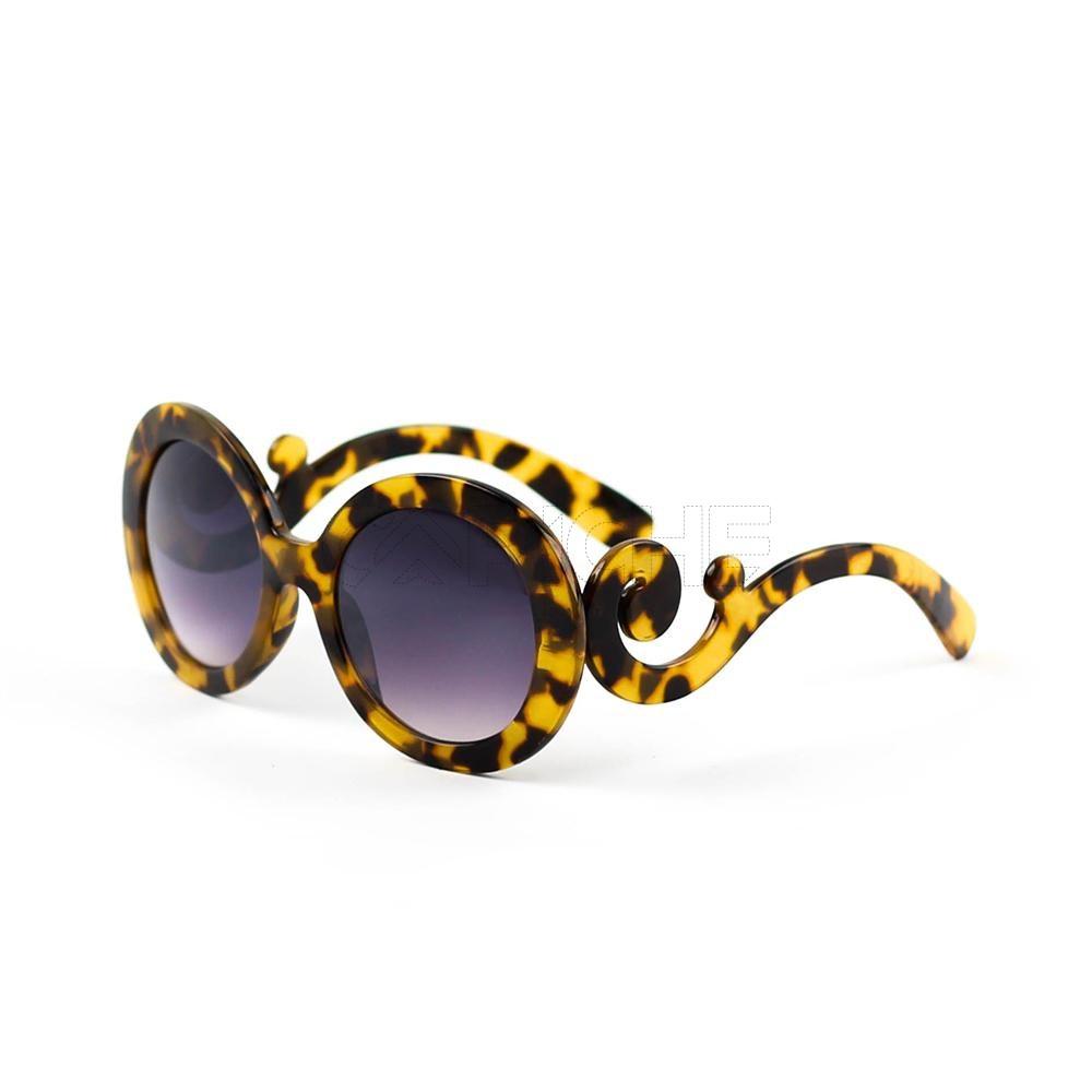 c5d818ae5 Óculos de sol Prada Turtle - CAPICHE - Loja online de Moda e Acessórios